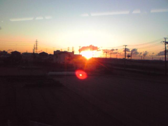【初日の出、小田急線の車中にて。】あけましておめでとうございます